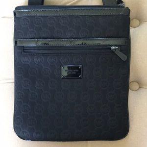 Cross body MK black bag